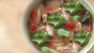 トムヤムガイ|ต้มยำไก่|鶏の辛酸ハーブスープ