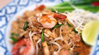 パッタイクンソッ|ผัดไทยกุ้งสด|エビ入り米麺の焼きそば