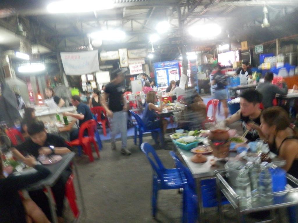 木屋町のアジア料理